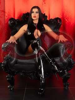 Bild zu Mistress Joline Noir